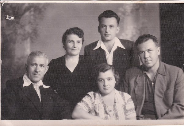 Roman Mirovich with his family