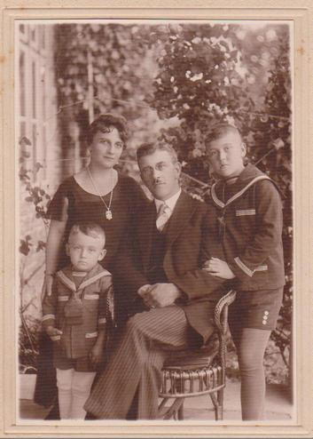 Roman Mirovich and Olga Voytovych with children