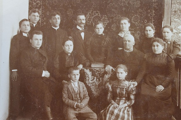 Lev Sembratovych and Julia Myshkovska with children